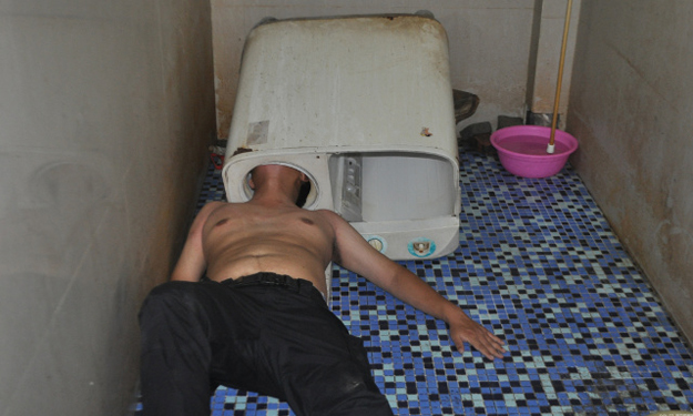 Fujian man tries to fix washing machine -- and gets his head stuck inside