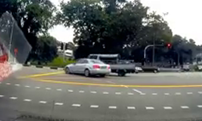 Nothing good can happen when you beat the red light -- as this Merc driver finds out