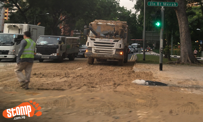 What a mess! Lorry spills mud all over road at Jln Bukit Merah traffic junction