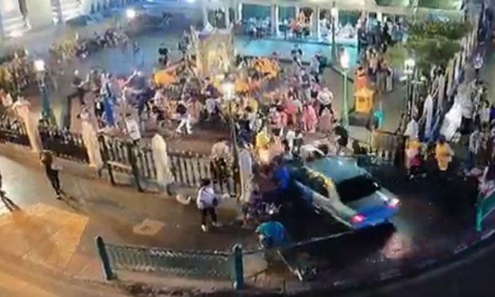 2 S'poreans injured after car ploughs through crowd at Bangkok's Erawan Shrine