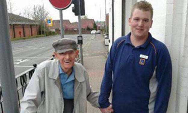 British teen becomes social media star after passer-by captures him doing THIS for elderly man