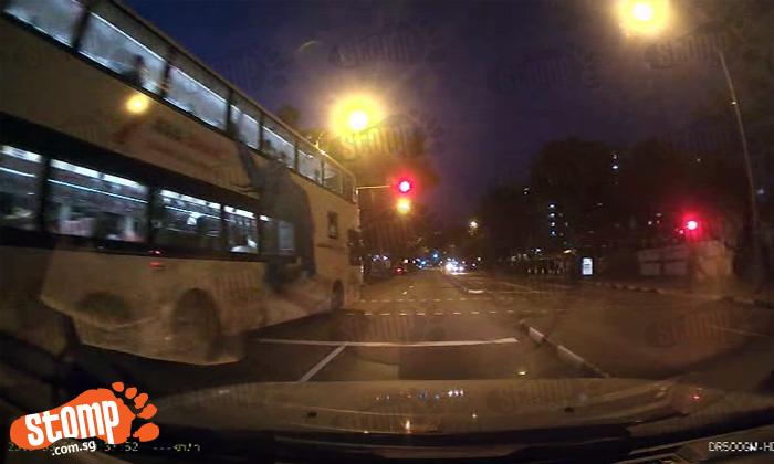 Bus driver beating red light along Ang Mo Kio Avenue 10 makes Stomper go 'Huh?'