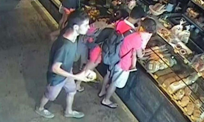 Soon after bank heist, man resembling StanChart suspect was caught on CCTV at Holland Village eatery