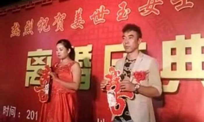Chinese couple holds divorce ceremony to announce break up