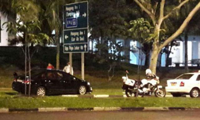 Car chase from Simei to Hougang ends after vehicle crashes into road sign before two suspects flee on foot