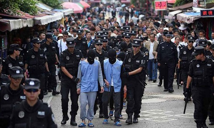 Gang of teens paraded through China streets after 8 day crime spree
