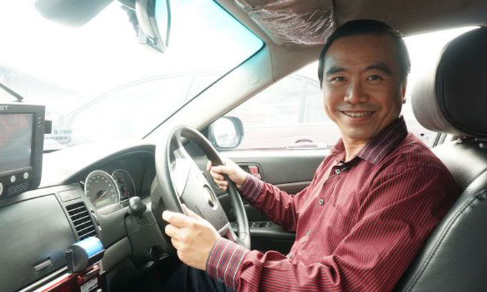 The service you get inside this cabby's taxi is so 'power' that you'll never want to leave it