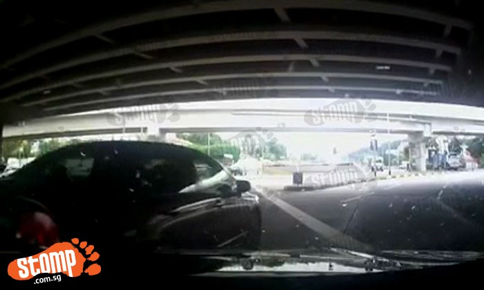 Driver abruptly cuts lane, forcing Stomper's friend to jam on brakes along Ubi Road