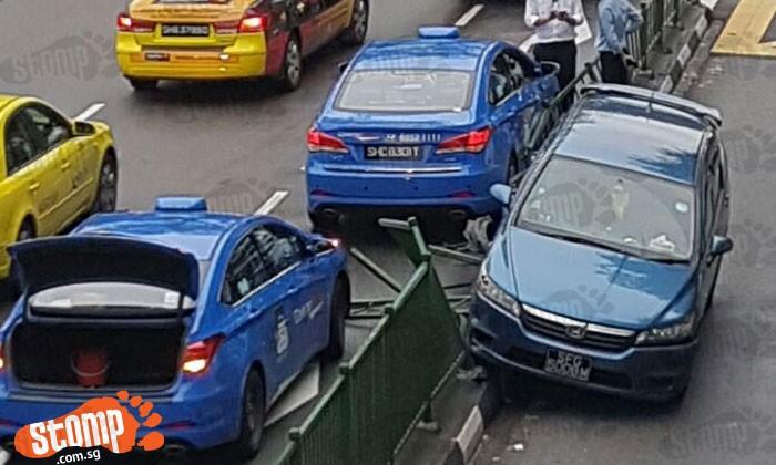 2 taxis, 1 car and road divider damaged after accident at Jalan Bukit Merah
