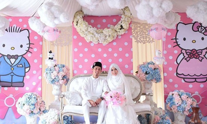 Malaysian couple gets married in Hello Kitty themed wedding