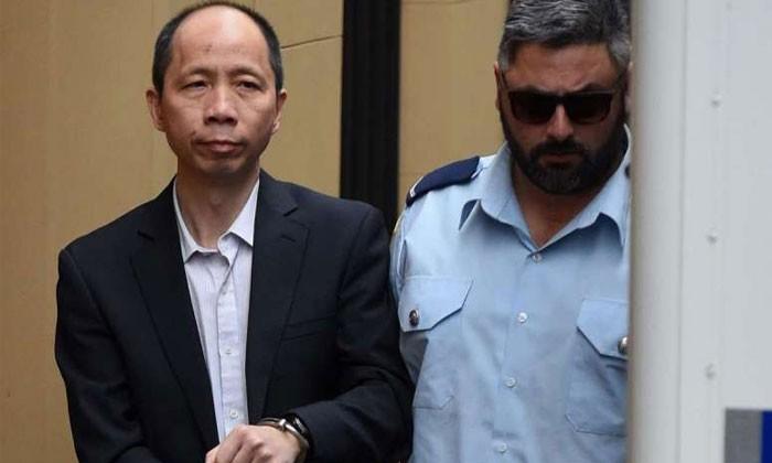 On the right: Robert Xie (Photo by EPA)