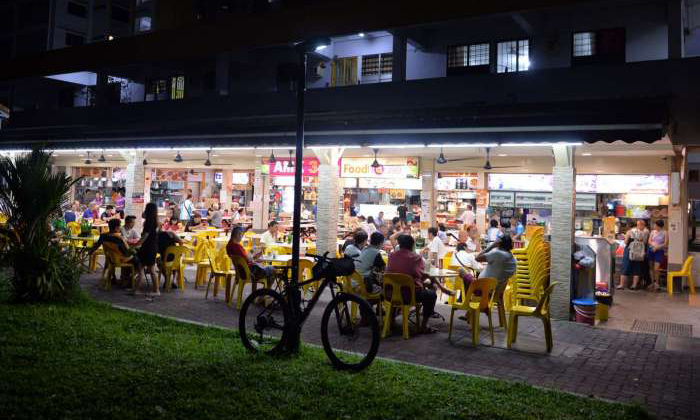 A 56-year-old man died in his sleep at this Ang Mo Kio Avenue 3 coffee shop on March 26, 2017, but his death was not discovered for a number of hours. PHOTO: SHIN MIN DAILY NEWS