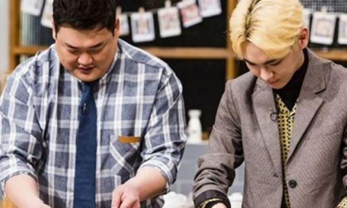 SHINee's Key, right. Key of SHINee has been proving himself as an experienced chef on several cooking variety shows.