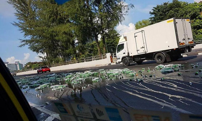 A truck carrying Carlsberg beer dropped beer cartons along Clementi Road yesterday.PHOTO: COURTESY OF TERANCE LIM