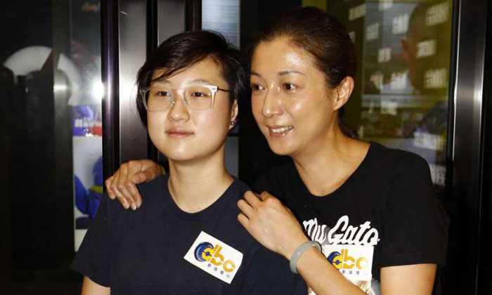 Former beauty queen Elaine Ng with daughter Etta.PHOTO: APPLE DAILY