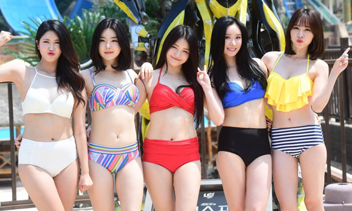 Bikini girl group