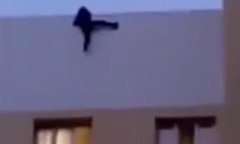 19-year-old Russian teen falls to his death after taking selfie on roof of 9-storey building
