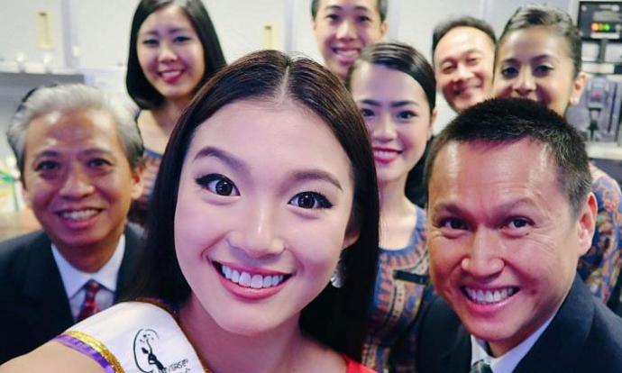 Miss Cheryl Chou took quick snaps with the SIA cabin crew while en route to Manila for the Miss Universe pageant last month. PHOTO: COURTESY OF MISS CHERYL CHOU