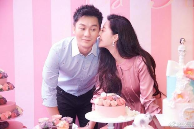 Li Chen puts a ring on Fan Bingbing's finger on her 36th birthday