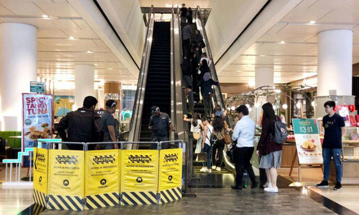 The Singapore Civil Defence Force said it responded to a call for assistance at 78 Airport Boulevard at 3.20pm and that the boy's foot was released using rescue tools.?PHOTO: LIANHE ZAOBAO