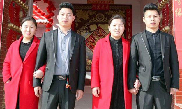 Twin brothers who married twin sisters undergo plastic surgery so that wives can tell them apart