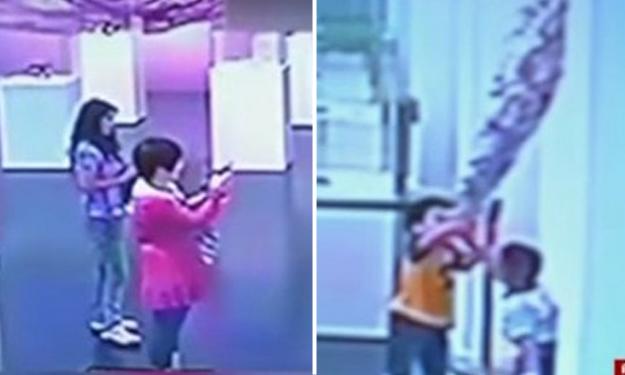 Kids destroy glass sculpture at Shanghai museum -- and parents just film it