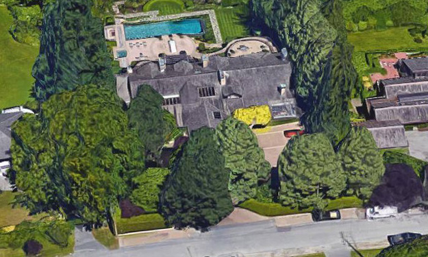 What kind of a student lives in a mansion like this?