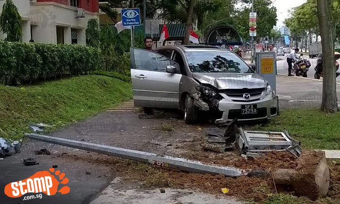 Lamp post uprooted after car crashes into it along Pasir Ris St 52