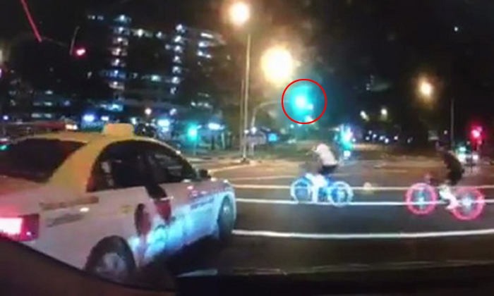 Not 1 but 2 cabbies forced to jam on brakes to avoid reckless cyclists at Ang Mo Kio