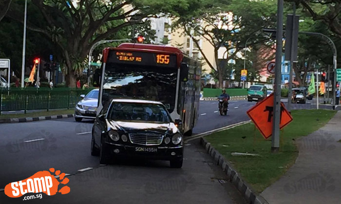 Female driver of Mercedes SGN1455H blocks SBS bus for 10 minutes by parking car at Geylang bus stop