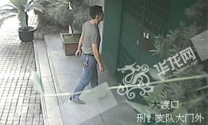 Chinese guy walks into station pretending to be police chief to impress girlfriend, gets detained by 'staff'