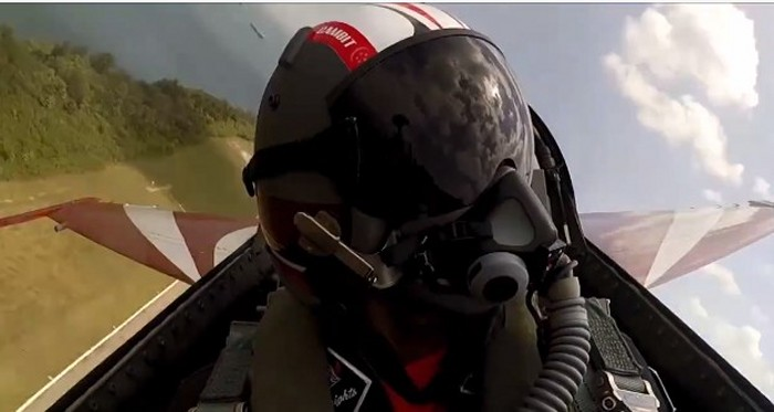 This is how it feels like to be in the cockpit of a new RSAF Black Knight
