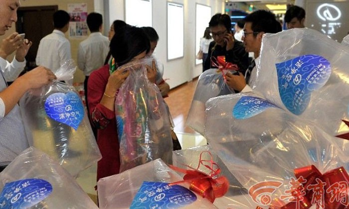Mall in China is selling 'fresh air' -- and people are actually buying them