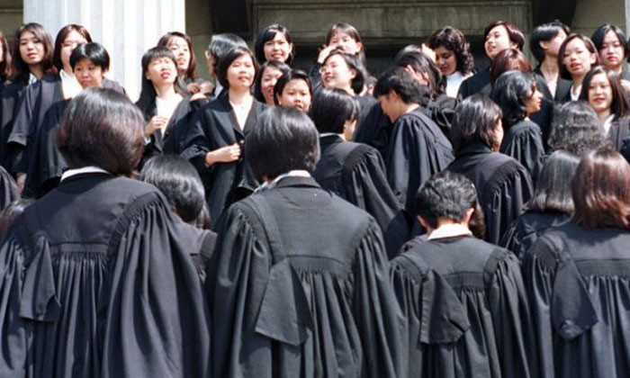 Are there more law grads than jobs available in Singapore?