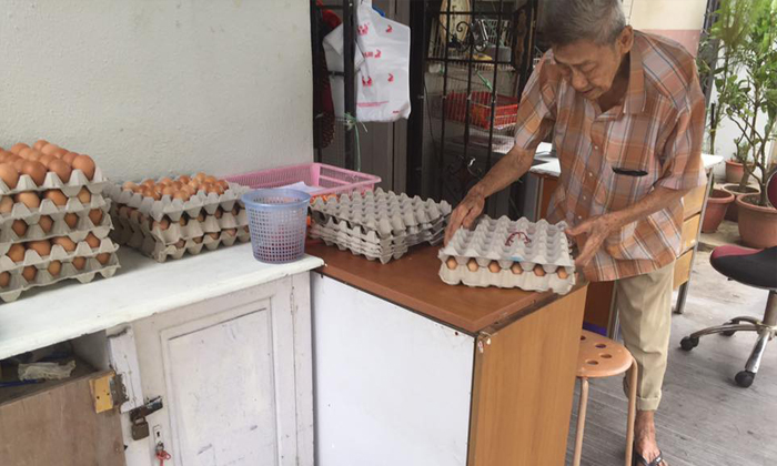 Got 10 cents to spare? Help this friendly uncle who sells eggs at Bukit Batok for a living