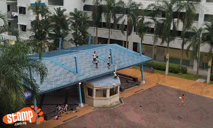 How dangerous! Primary school kids climb on top of roof of Jurong West block's multipurpose hall to play