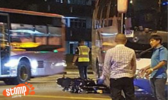 Biker injured from accident with bus along Tampines avenue 7