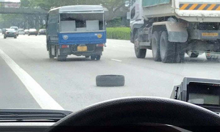GrabCar vehicle's tyre rolls off, leaving passenger stranded on highway