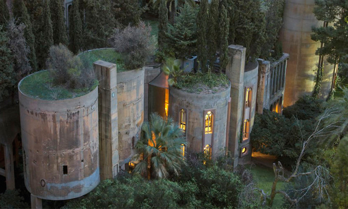 In 1973, Spanish architect Ricardo Bofill purchased a WWI-era cement factory near Barcelona