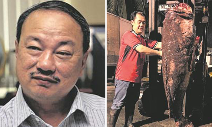 photo: Lianhe Wanbao. Sheng Siong managing director Mr Lin Youlong (on the left) and the grouper (On the right)