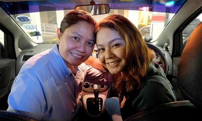 (From left) Madam Fazidah Rahim and her daughter, Miss Nurfaezah Zakaria, are part-time Uber drivers.TNP PHOTOS: GAVIN FOO, SALWA NADHIRAH