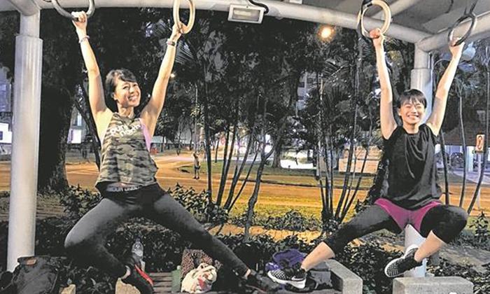 Photo: Lianhe Wanbao. Felicia Chin (right)