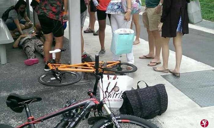 The woman was carrying her grandchild when a cyclist rode into them. PHOTO: SHIN MIN DAILY NEWS