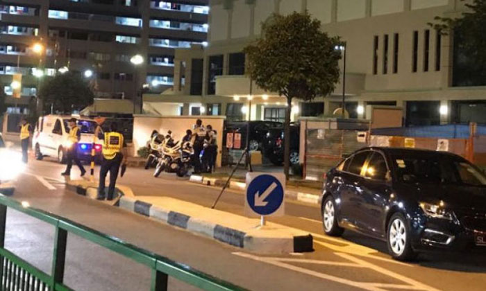 The accident occurred at the intersection of Tampines Avenue 3 and Tampines Street 81, a road section where there are no pedestrian crossings. PHOTO: SHIN MIN DAILY NEWS READER
