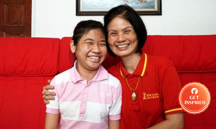 Ms Chen Xing En (left)) and her mother (right) posing for a photo. Photo: Lianhe Wanbao