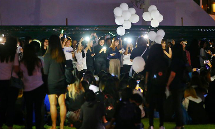 Fans showed up in black and white to Hong Lim Park to mourn the death of SHINee's Jonghyun ST PHOTO: GAVIN FOO