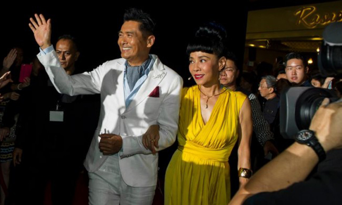 Chow Yun Fat and his Singaporean wifewalked the red carpet together at the Cold War 2 gala premiere held at the skating rink at The Shoppes at Marina Bay Sands on 5 July 2016. Photo: Marina Bay Sands