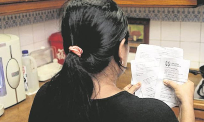 Left with nothing but debts after her boyfriend took off, Mr Lee's maid now regrets her actions. PHOTO: LIANHE WANBAO