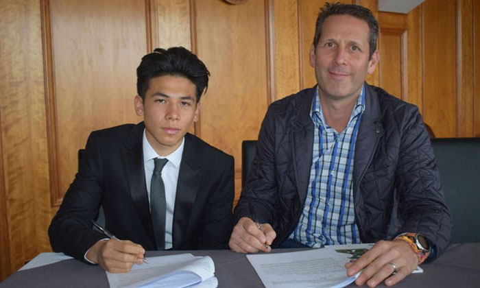 Ben Davis (left) signing his two-year scholarship deal with English Championship club Fulham. With him is his father Harvey Davis. Photo: Fulham FC