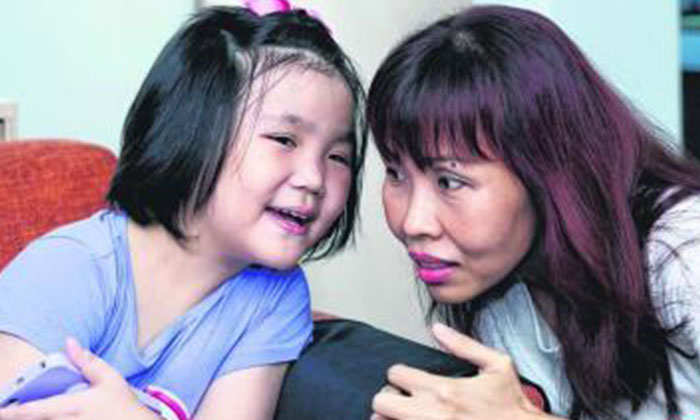 Ms Chen Beiyun was heartbroken that her daughter Xie Ruien had to undergo chemotherapy at such a tender age. PHOTO: LIANHE WANBAO